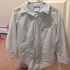 SALE Size medium, perfect button up for any weather! Columbia Tops Button Down Shirts