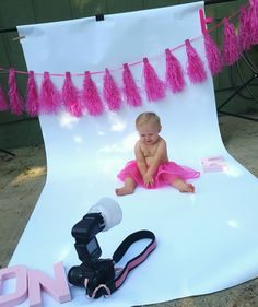 The latest trend in first birthday celebrations is a cake smash photoshoot. Check out these easy tips for a DIY Cake Smash Photoshoot. Baby Cake Smash, 1st Birthday Cake Smash, Girl First Birthday, Birthday Diy, Card Birthday, Baby Cakes, Birthday Quotes, Birthday Cakes, Birthday Ideas