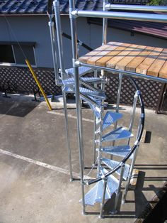 Metal Deck, Tube Clamp, Scaffolding, Spiral Staircase, Car Wash, Exterior Design, Diy Furniture, Tiny House, Stairs