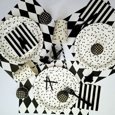 A black and white party kit to decorate a party for adults, teens or grown-up kids! For a very chic themed party.