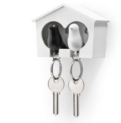 Duo Sparrow Key Holder by Qualy Design. Wall Mounted Bird House and Two Bird Key Fobs. Great Key Hook for Couple. Cool Gift for Her and Him. White and Black Keyring Birds.