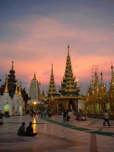 Pagode Shwedagon à Yangon (Myanmar)
