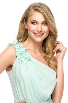 Feminine & elegant look in a beautiful mint pastel. OLY evening dress by Athena Philip >>> www. Glamorous Evening Dresses, Luxury Dress, That Look, Pastel, Feminine, Mint, Glamour, Elegant