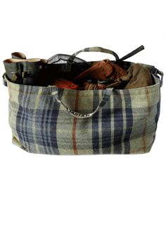 wool plaid bag for an autumn outing.