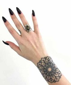 Lovely Floral Tattoos on Wrist for Girls Hair Tattoos, Body Art Tattoos, New Tattoos, Floral Tattoos, Tribal Tattoos, New Tattoo Designs, Tattoo Sleeve Designs, Tattoos For Women, Tattoos For Guys