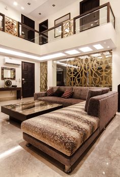 Here you will find photos of interior design ideas. Get inspired! Stairs In Living Room, Living Room Sofa Design, Hotel Room Design, Apartment Furniture Layout, Home Decor Furniture, Home Decor Bedroom, Modern Exterior House Designs, Modern Sofa Designs, Pooja Room Door Design