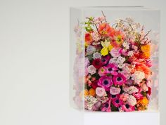 JIL SANDER FLORAL ARRANGEMENT SHOW FLOWERS IN GLASSBOX