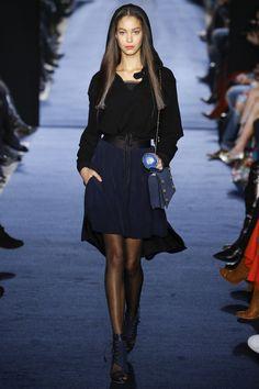 Alexis Mabille Fall 2016 Ready-to-Wear Fashion Show - Chantal Monoghan