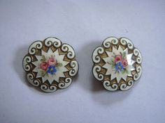 A PAIR OF ANTIQUE FRENCH ENAMEL FLORAL PARIS ROSE BUTTONS