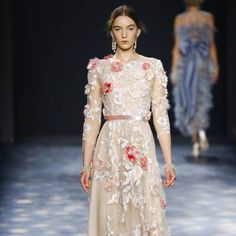 See all the Collection photos from Marchesa Autumn/Winter 2016 Ready-To-Wear now on British Vogue Marchesa 2016, Fall Winter, Autumn, Ready To Wear, British, Vogue, Victorian, How To Wear, Collection