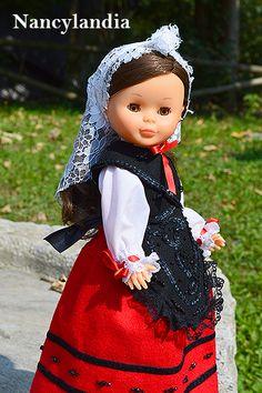 Coleccionistas de Nancy de Famosa. Coleccionismo de muñeca Nancy. Americana Vintage, Nancy Doll, American Girl Crafts, Little Darlings, Flower Girl Dresses, Costumes, Dolls, Dollhouses, Wedding Dresses