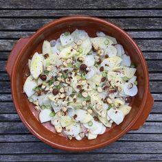superfrisse salade met een bite, want rauw smaakt meiraap ook een beetje pittig. Lekker met appel en geroosterde hazelnoten. #naareigensmaak