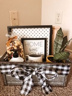 Welcome Home Basket, Welcome Home Gifts, New Home Gifts, Housewarming Party Themes, Housewarming Gift Baskets, Homemade Gift Baskets, Diy Gift Baskets, Real Estate Gifts, Moving Gifts