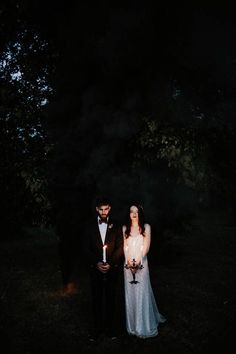 ethereal-and-dark-winter-wedding-inspiration-fresh-and-wood-55