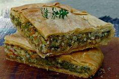 Αυτή η εξαιρετική μπακαλιαρο-χορτόπιτα, που ξεχειλίζει από γεύση, είναι ελαφριά και ετοιμάζεται εύκολα μια μέρα πριν. Η συνταγή είναι βασισμένη σε παραδοσιακή πίτα της Κεφαλονιάς, που με τη σειρά της είναι κοντά στις ιταλικές torte, τις χορταστικές πίτες της γειτονικής χώρας με ρίζες στον Μεσαίωνα.