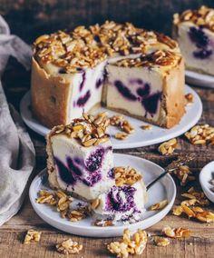 Vegan blueberry cheesecake with almond brittle - Bianca Zap Veganer Blaubeeren Käsekuchen mit Mandelkrokant – Bianca Zapatka Vegan Cheesecake, Blueberry Cheesecake, Cheesecake Recipes, Brownie Cheesecake, Vegan Sweets, Healthy Dessert Recipes, Vegan Recipes, Easy Recipes, Diet Recipes