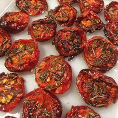 Nem opskrift på ovnbagte cherrytomater lavet på 30 min.