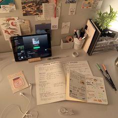 Study Desk, Study Space, Study Room Decor, Study Corner, School Study Tips, Desk Inspiration, Aesthetic Room Decor, Journal Aesthetic, Study Hard