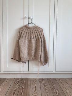 Sunday Sweater – PetiteKnit Sweater Knitting Patterns, Knitting Designs, Knit Patterns, Knitting Projects, Knit Sweaters, Knitting Needles, Free Knitting, Knit In The Round, Stockinette