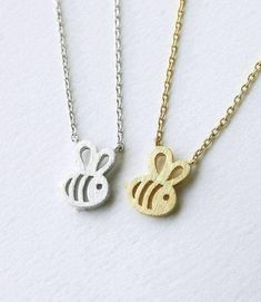 Min Dainty Feminine Baby Bee Necklace Everyday Minimalist Jewelry women girls Necklaces pendants Christmas gifts For Women. Long Silver Necklace, Silver Necklaces, Silver Ring, Silver Jewelry, Bumble Bee Necklace, Girls Necklaces, Women's Necklaces, Necklace Types, Minimalist Jewelry