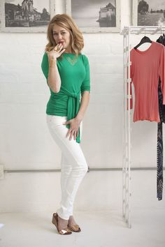 How to wear white pants and jeans for women over 40 - fashion for women over 40 Tracy Gold, Gold Fashion, Fashion Tips, White Pants, Capri Pants, Jeans, How To Wear, Youtube, Women