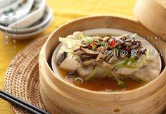 シイタケとセロリの香りが食欲をそそる一品。柔らかく蒸したサワラと豆腐にタレが染みて美味。