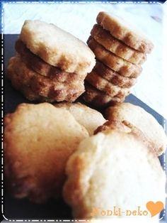 強力粉でさくほろレモンクッキー 強力粉でさくほろレモンクッキー 【09/10/1】話題入り☆強力粉を使うことで薄力粉よりサクッ♡ホロッ♡な砂糖控えめ爽やかなレモンクッキーです♡ のんき猫 のんき猫 材料 マーガリン 90g 砂糖 30g 強力粉 150g レモン汁 大匙2~3