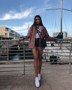 💙 Get free feedback on your own looks & rate other outfits 💙 How many stars would you rate this look ? Rate fashion and get feedback on your style from all over the world 🌎 The Model Poses Photography, Ootd Poses Instagram, Fashion Poses, Fashion Outfits, Anna Zak, Cute Poses For Pictures, Mode Kawaii, Best Photo Poses, Foto Casual