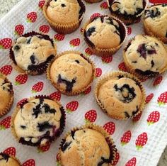 PLEASANT HOME: Bursting Blueberry Muffins