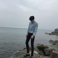 Image discovered by 노을 ☾. Find images and videos about fashion, boy and korean on We Heart It - the app to get lost in what you love. Korean Fashion Minimal, Korean Fashion Men, Semi Formal Outfits, Cool Outfits, Casual Outfits, Mens Clothing Styles, Suit Fashion, Confidence, Clothes