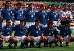 #Euro96 // Nazionale Italiana // Liverpool, 11 giugno 1996 // In piedi: Maldini, Apolloni, Casiraghi, Mussi, Di Matteo, Peruzzi; Accosciati: Di Livio, Del Piero, Albertini, Zola, Costacurta //