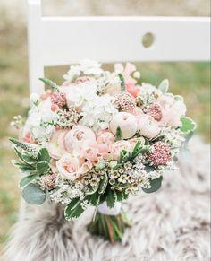 Simple Wedding Bouquets, Wedding Flower Guide, Blush Wedding Flowers, Rose Wedding Bouquet, Blush Pink Weddings, Pink Wedding Flower Arrangements, Wedding Ideas, Sage Wedding, Summer Wedding