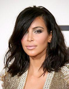 Kim Kardashian Hasn't Washed her Hair Since the Grammys Kim Kardashian Cabelo, Kardashian Beauty, Jennifer Bartoli, Line Bob Haircut, Wavy Bobs, Long Bobs, Mid Length Hair, Big Chop, Great Hair