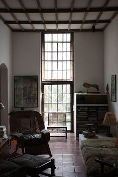 Geoffrey Bawa | Casa del arquitecto (number 11 33rd Lane) | Colombo; Sri Lanka | 1960-1970 Tropical Architecture, Colonial Architecture, Interior Architecture, Micro House Plans, House Floor Plans, Interior Windows, Interior And Exterior, Interior Design, Sri Lanka