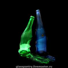 Плавленные бутылки `Сплетение чувств`. Пара термодеформированных бутылок склонивших головы в едином порыве. Возможно использование как по прямому назначению (например, для домашнего вина=), так и в качестве вазы-солифлора, для одного цветка.