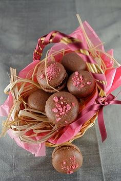 Life's a feast: CHOCOLATE MACARONS WITH PINK PRALINE CHOCOLATE FILLING