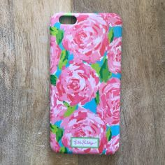 Lilly Pulitzer iPhone 6/6s Plus Case Cute, floral, like new, Lilly Pulitzer iPhone 6/6s plus case. Lilly Pulitzer Accessories Phone Cases
