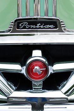 1951 Pontiac Streamliner Grille Emblem by Jill Reger – En Güncel Araba Resimleri Pontiac Logo, Pontiac Cars, Pontiac Emblem, Car Badges, Car Logos, Vintage Cars, Antique Cars, Car Hood Ornaments, Automotive Art