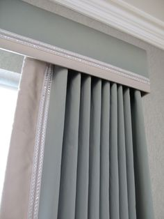 Cornice and curtains with contrast trim; can always just do a cornice with blinds Bay Window Treatments, Window Treatments Living Room, Bedroom Curtains With Blinds, Modern Curtains, Gypsy Curtains, Cornice Boards, Cornice Box, Cornice Ideas, Window Cornices