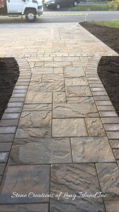 Make a small backyard beautiful with simple paver patio ideas. Learn how to build it yourself (DIY) and get your cheap brick pavers patterns designs cost ideas to personalize your new comfortable space. Stamped Concrete Walkway, Flagstone Walkway, Outdoor Walkway, Brick Pavers, Concrete Patio, Backyard Patio, Walkway Ideas, Pavers Ideas, Stone Walkways