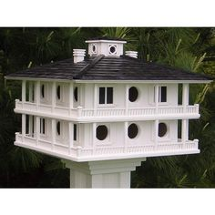 Inspired by the classic southern plantation style clubhouse at the most famous site in the world of golf. Up to 16 purple martin families will nest in style. Made from exterior grade plywood with a shingled roof. square by 15 tall. Purple Martin House Plans, Martin Bird House, Bird House Plans, Bird House Kits, Hen House, Cottage House, Southern Plantation Style, Decorative Bird Houses, Cool Bird Houses