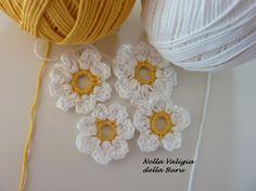Nella valigia della Buru: Raccolta di schemi e tutorial per realizzare fiori all'uncinetto - FLOWER CROCHET PATTERNS