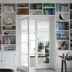 Living Room Bookcase, Living Room Decor, Living Spaces, Built In Bookcase, Bookshelves, Inside A House, Home Libraries, Interior Decorating, Interior Design