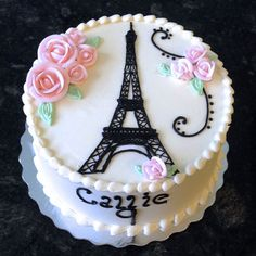 Pretty and feminine, this Eiffel Tower cake is perfect for a Parisian birthday party! Paris Birthday Cakes, Paris Themed Cakes, Paris Themed Birthday Party, Paris Cakes, Paris Party, Cake Birthday, 10th Birthday, Birthday Ideas, Pretty Cakes