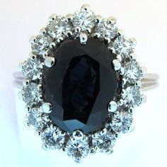 Bague de fiançailles en or gris saphir diamants.  Cette bague est vendue.  #bague #vintage #fiancailles #paris
