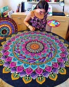 Guten Morgen 😍 😋 This morning I'd like to introduce y'all new mandala artist Yolanda Peralta Mandala Mural, Mandala Art Lesson, Mandala Canvas, Mandala Artwork, Mandala Dots, Mandala Drawing, Mandala Painting, Dot Art Painting, Geometric Decor