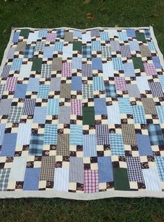 Free pattern by Bonnie Hunter. Big Block Quilts, Cute Quilts, Boy Quilts, Scrappy Quilts, Shirt Quilts, Colchas Quilt, 9 Patch Quilt, Man Quilt, Bonnie Hunter
