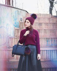 Un cappello con Pon-pon una gonna in pelle e i toni del burgundy.. Un nuovo post sul Blog! Trovate anche tutti i brand che indosso link nella bio