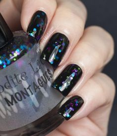 We've gathered our favorite New Year's nail art looks perfect for this night of glitz and glam.