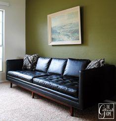 """Found: Mid Century Modern Black """"Leather"""" Sofa - Sininen - tummanruskea"""